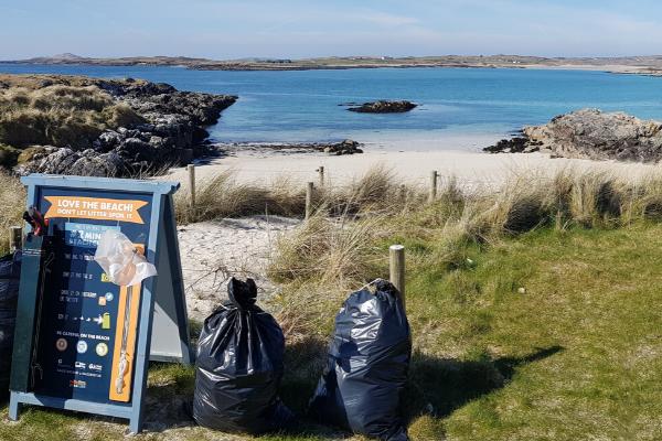 Clean Coasts 2-minute beach clean at Clifden Eco Beach Camping & Caravanning Park.
